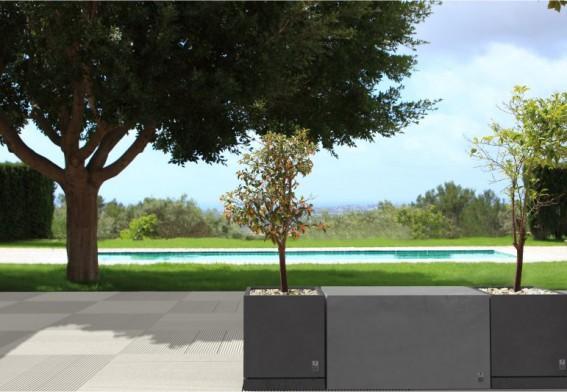 terrassenplatten aus beton modern line style. Black Bedroom Furniture Sets. Home Design Ideas
