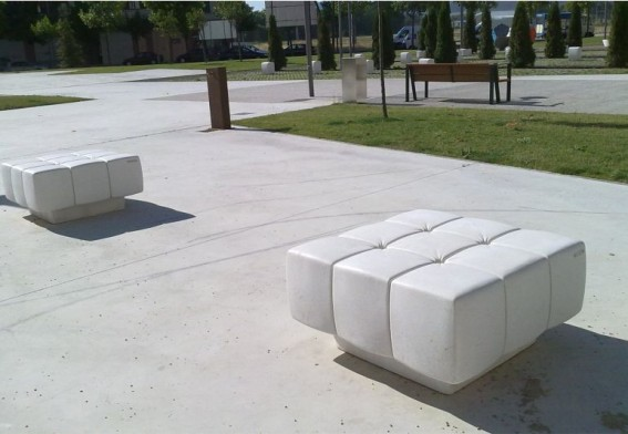 moderne bank aus beton soft seat. Black Bedroom Furniture Sets. Home Design Ideas