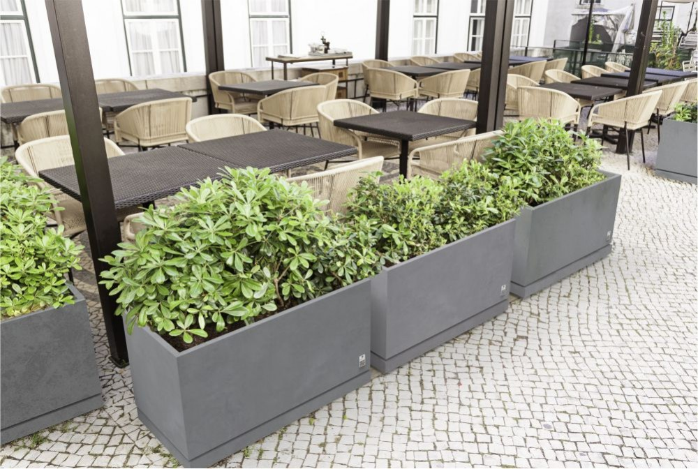 Donice Regular z podstawką/ Regular planters with saucer