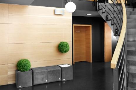 Betonowe biuro – o wykorzystaniu trendów w przestrzeni biurowej.