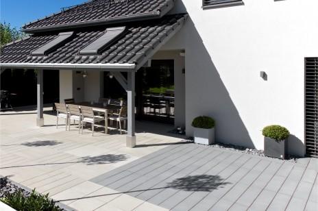 Beton architektoniczny na tarasie, w domu i ogrodzie – nowoczesne meble i donice