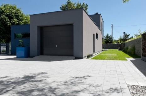 Jak dobrać kostkę brukową lub płyty do domu i ogrodu? – krótki poradnik